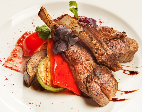 Mutton cutlets with vegetables