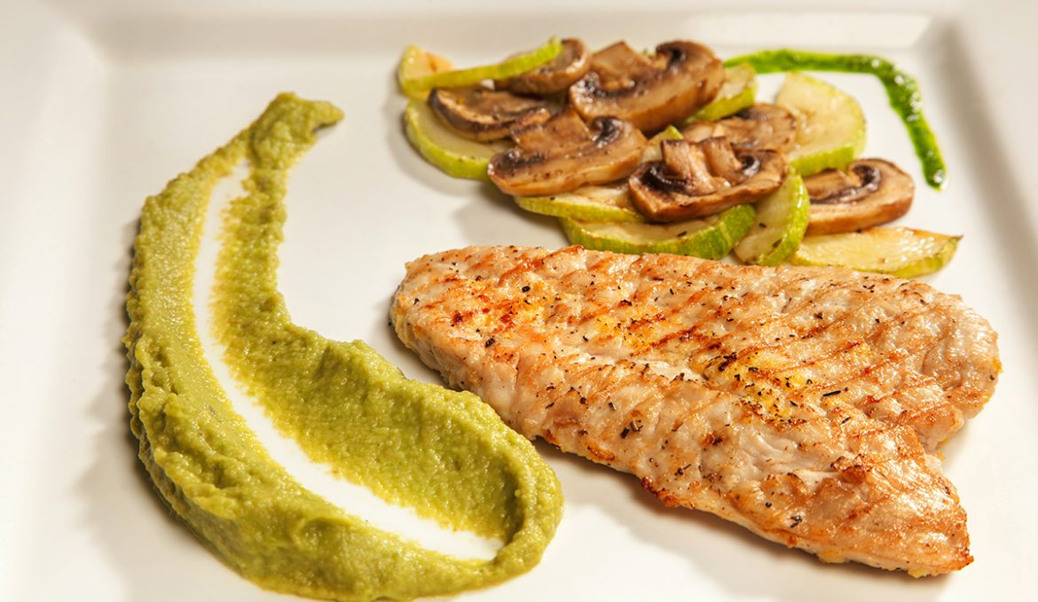 Turkey breast with zucchini and mushrooms with avocado sauce